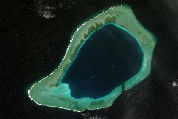 """7 """"xưởng chế tạo đảo nổi"""" trái phép của Trung Quốc ở Biển Đông"""