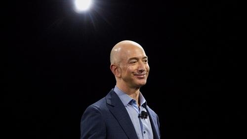 Ông chủ Amazon lên ngôi giàu thứ 4 thế giới