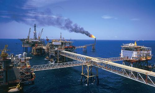 Giá dầu lao dốc lại ám ảnh kinh tế Việt Nam
