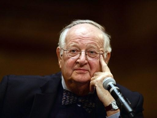 """Chủ nhân Nobel Kinh tế 2015: """"Viện trợ nước ngoài có hại nhiều hơn lợi"""""""