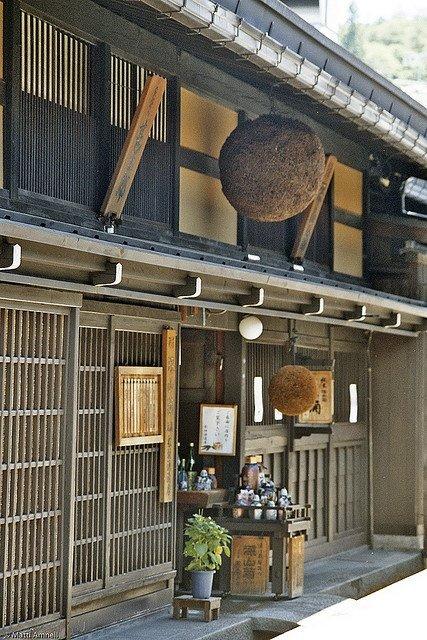 ben ngoai mot quan ruou nhac jazz o takayama - anh: flickr