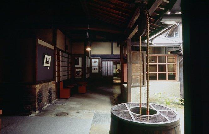 ben trong nha u ruou yoshijima - anh: flickr