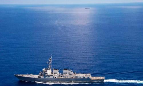 Vì sao Trung Quốc dùng tàu hải quân bám tàu Mỹ ở Trường Sa