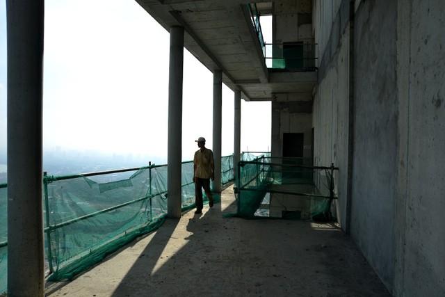 "saigon one tower, bo hoang, cao oc, het tienthang 10/2014, chu dau tu cao oc nay da bi thanh tra, nhung de thoi gian an dinh lam ""song lai"" toa cao oc nay van con la dau hoi."