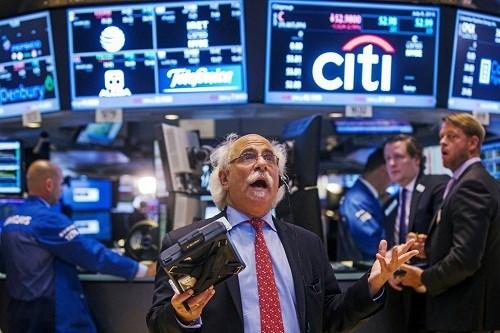 Nhà đầu tư thế giới 'tháo chạy' khỏi chứng khoán Mỹ