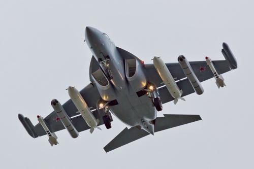 Cường kích Yak-130 - kẻ tí hon đáng gờm của Nga