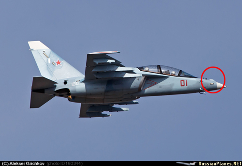 phan nho cao o mui may bay yak-130 co the la noi bo tri he thong dinh tam laser ld-130. anh: russianplanes