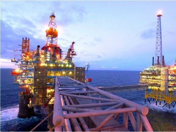 Barclays: Ngành năng lượng toàn cầu sẽ cắt giảm chi phí thăm dò, sản xuất