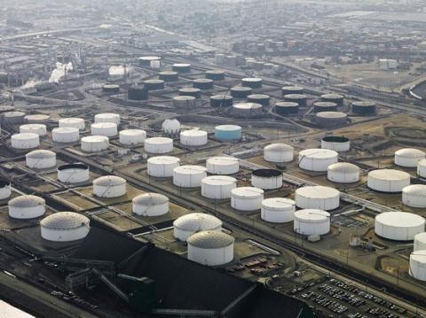 Dự trữ dầu chiến lược - Công cụ phòng thủ của Mỹ
