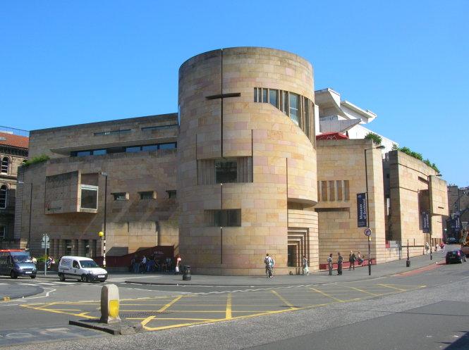 mot trong hai toa nha bao tang quoc gia scotland - anh: wiki