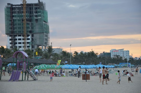 Biển Đà Nẵng đang bị bóp nghẹt