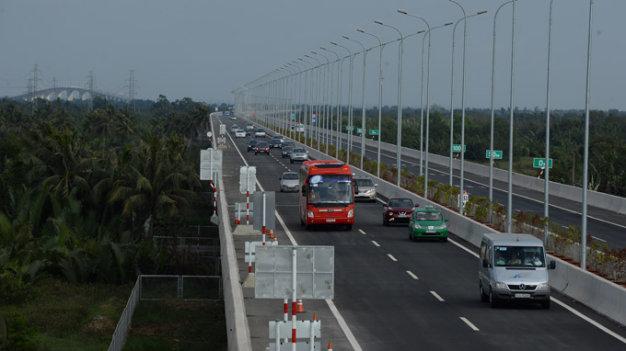 Nhượng quyền kinh doanh 4 đường cao tốc