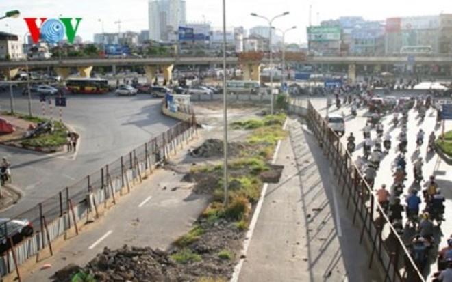Dự án đường sắt đô thị Nhổn - ga Hà Nội ì ạch: Ban quản lý nói gì?