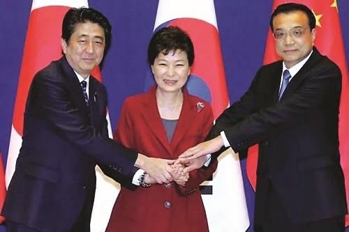 """""""Tam cường"""" Đông Bắc Á trước viễn cảnh ly hợp"""