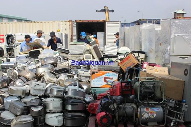Phát hiện gần 200 container hàng cấm tại TP. Hồ Chí Minh