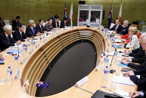Nhật hối thúc Australia mua tàu ngầm giữa căng thẳng Biển Đông