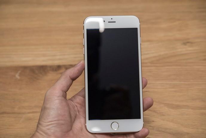 iphone 6 plus nhai 'ba dao', gia re beo tai vn: lam sao de nhan biet? - anh 4may cung su dung kich thuoc man hinh 5,5 inch