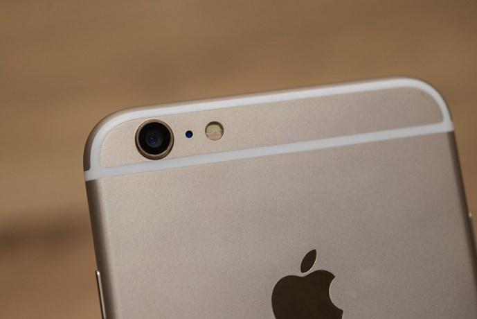 """iphone 6 plus nhai 'ba dao', gia re beo tai vn: lam sao de nhan biet? - anh 9mat sau may cung co logo """"qua tao"""", camera cung co thiet ke dang loi"""