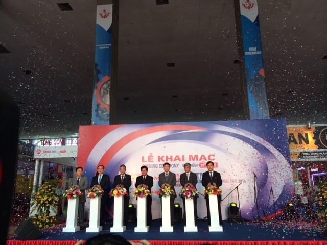 Khai mạc Hội chợ quốc tế hàng công nghiệp Việt Nam 2015