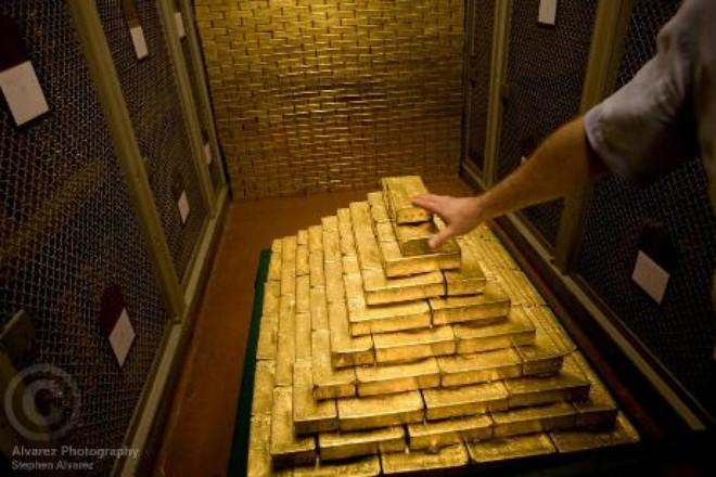 Tại sao các nước ồ ạt rút vàng khỏi kho của FED?