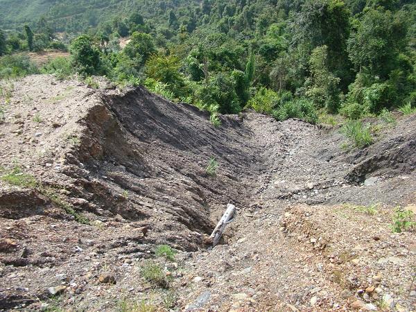 Tồn đọng khoáng sản ở Hà Giang: Kẻ khóc người cười