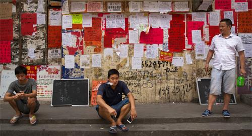 Khó kiếm tiền hơn, người Trung Quốc chờ phép màu phá giá