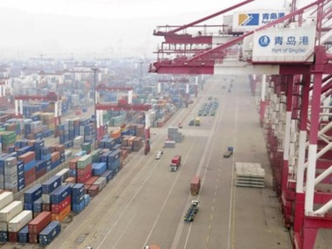 van chuyen container tai cang o thanh dao, son dong, trung quoc. (nguon: reuters)