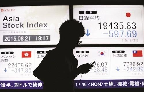 Thị trường thế giới điêu đứng vì đâu?
