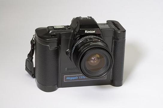 phien ban may anh so nam 1989, con goi la ecam (electronic camera). day la co so cua ban quyen ma my cap ngay 14/5/1991