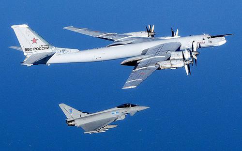 Vì sao oanh tạc cơ Nga liên tục lượn gần nước Anh