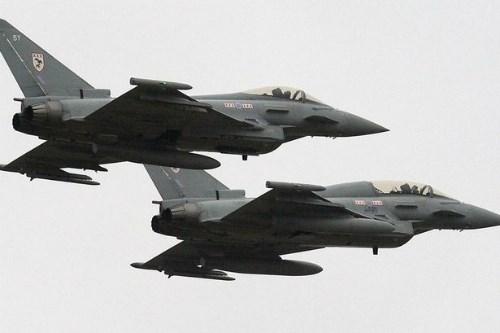 Tiêm kích Su-30MKI Ấn Độ thắng áp đảo Typhoon của Anh?