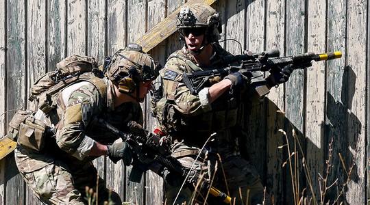 """Mỹ chuẩn bị cho """"chiến tranh lai"""" với Nga ở vùng Baltic"""