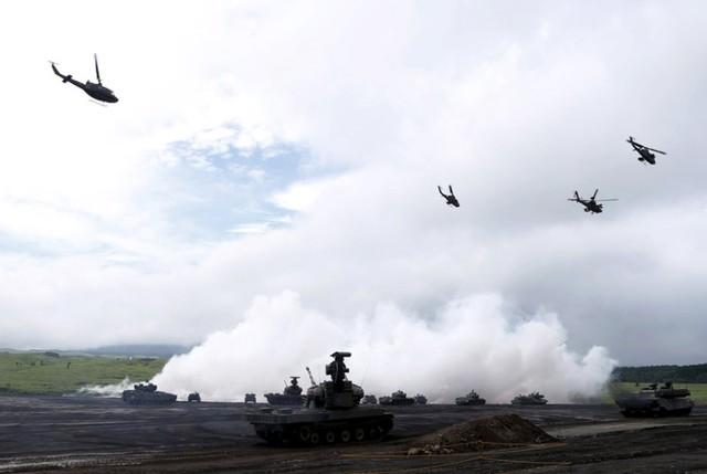 """Nhật Bản khoe dàn vũ khí """"khủng"""" trong tập trận bắn đạn thật"""