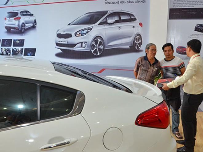 """Báo hiệu """"cái chết"""" của ngành ô tô: Cửa hẹp nhưng còn cơ hội"""