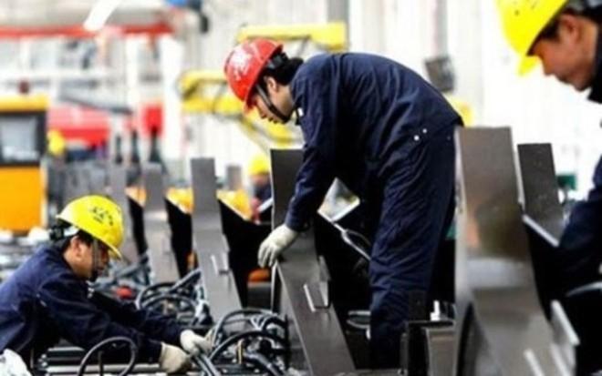 """PMI tháng 8 giảm mạnh, Việt Nam """"ngấm đòn"""" phá giá Nhân dân tệ?"""