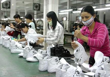 Sản xuất giày dép dịch chuyển từ Trung Quốc sang Việt Nam