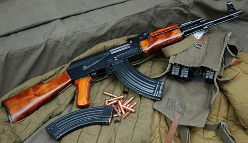 ak-47 la mau sung duoc su dung trong cac cuoc xung dot tren khap the gioi. anh:military