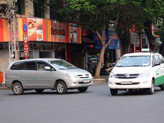 """Thứ trưởng Bộ GTVT: 'Hiệp hội Vận tải Hà Nội chưa hiểu rõ thế nào là Grab, Uber"""""""