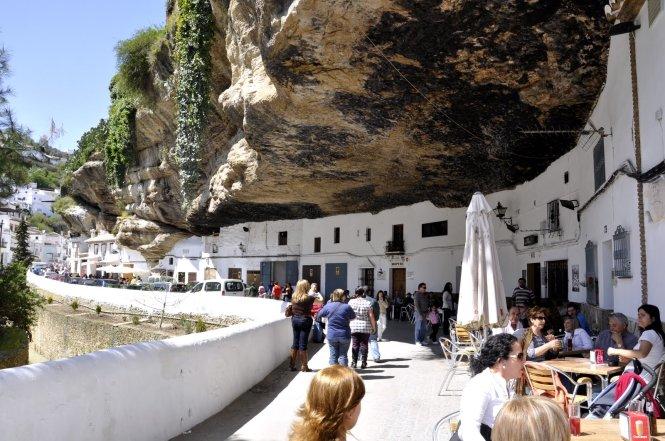 Setenil de las Bodegas - thị trấn đá đè ở Tây Ban Nha