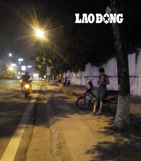 """Phận """"bướm đêm"""" trên phố Hà Nội"""