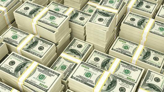 Tiền mặt được ưa chuộng hơn cổ phiếu và trái phiếu lần đầu trong 25 năm