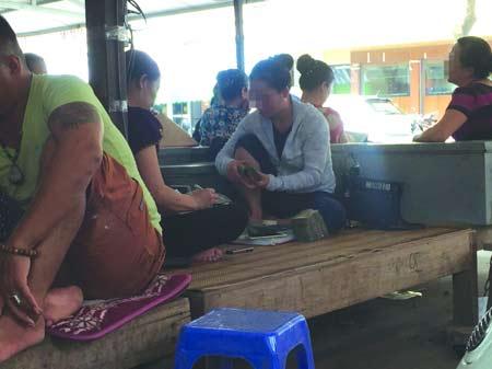 cho doi tien mong cai ngay 17/8 van tap nap nguoi.