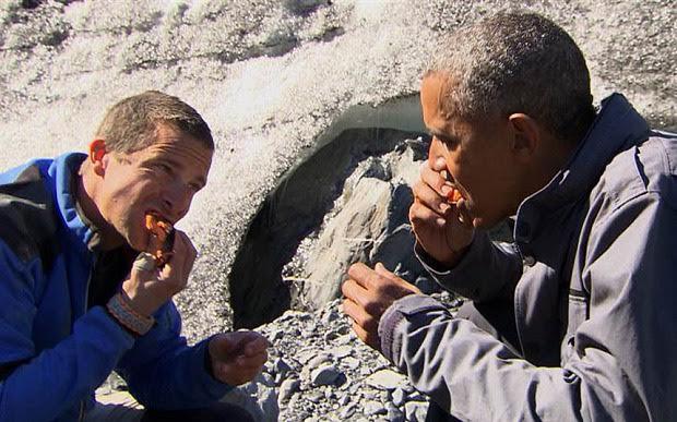 Tổng thống Obama ăn thức ăn thừa của gấu Alaska