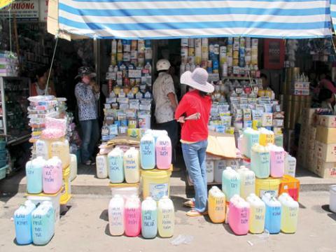 Việt Nam: Nghịch lý mua hóa chất cực độc... cực dễ