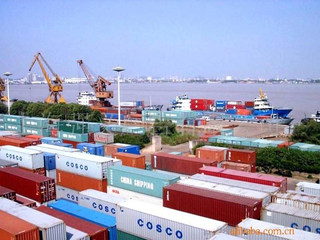 Hàng tạm nhập tái xuất cung ứng cho tàu biển quốc tế không phải nộp thuế